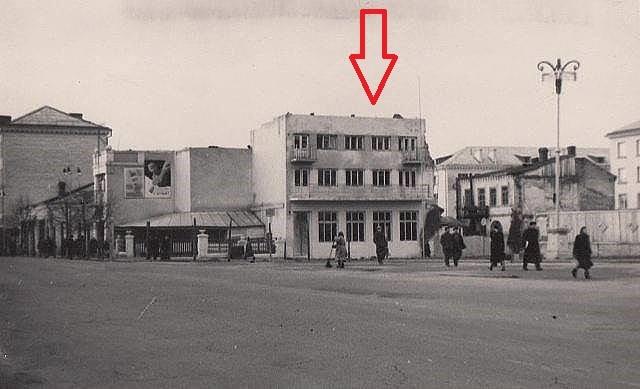 Ресторан «Дойчегоф», пізніше в кінці 1940х — на початку 50х носив назву «Весна». Будівля не зберіглась.