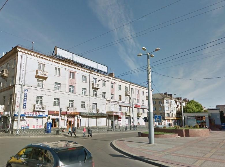 Сучасна будівля на місці ресторану «Дойчегоф» («Весна»). В післявоєнний час в новозбудованому будинку розміщувався ресторан «Україна».